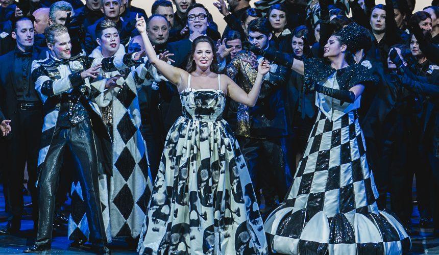"""Al Teatro del Maggio torna """"La Traviata"""" con la regia di Francesco Micheli."""