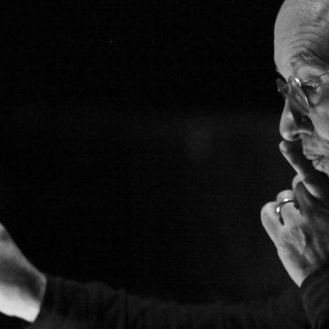 Dennis Russell Davies al Teatro del Maggio con tre prime assolute a Firenze