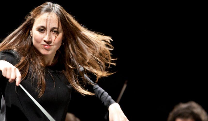 Joana Carneiro riprende i percorsi musicali nordeuropei dal podio del Maggio