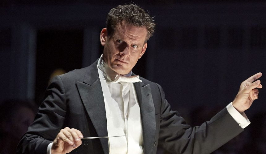 Philippe Jordan sul podio dell'orchestra del Maggio